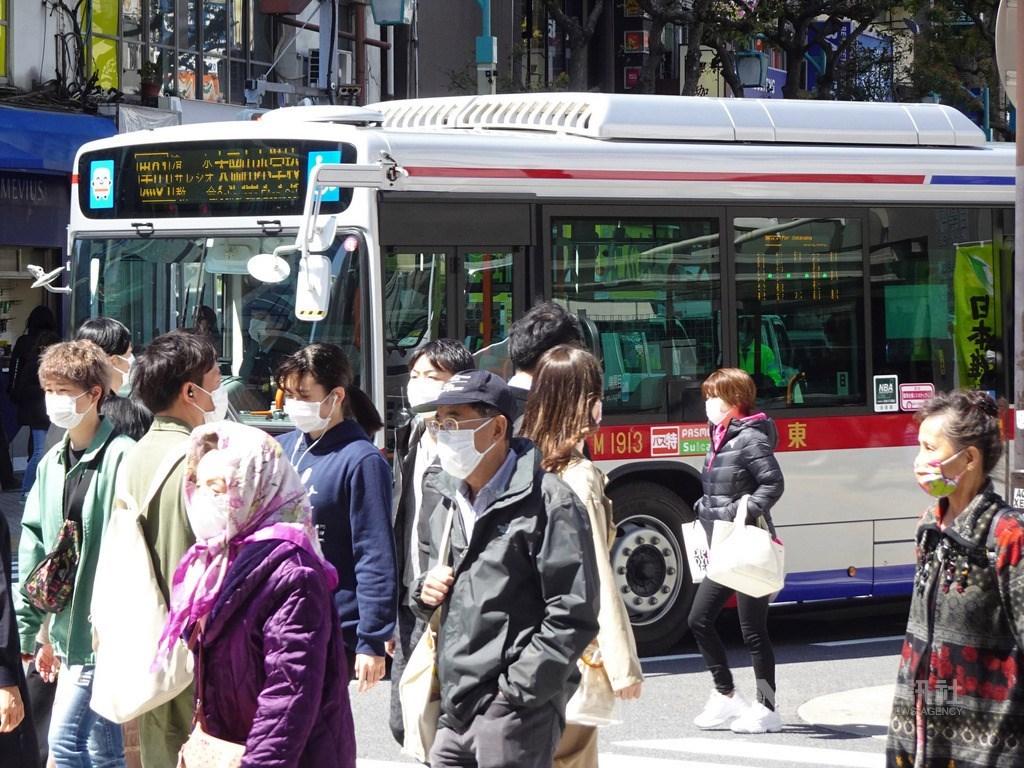 為力阻武漢肺炎疫情擴大,日本政府7日對東京、大阪等7都府縣發布緊急事態宣言,盼人員接觸能減少達7、8成。圖為街景。中央社記者楊明珠東京攝 109年4月14日