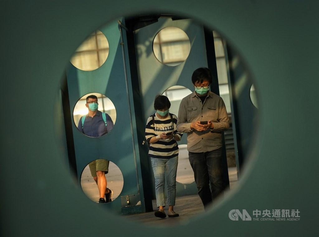 中央流行疫情指揮中心17日宣布,台灣沒有武漢肺炎確診新增個案,這是本週第3度傳來新增確診數歸零的好消息。中央社記者裴禛攝 109年4月17日