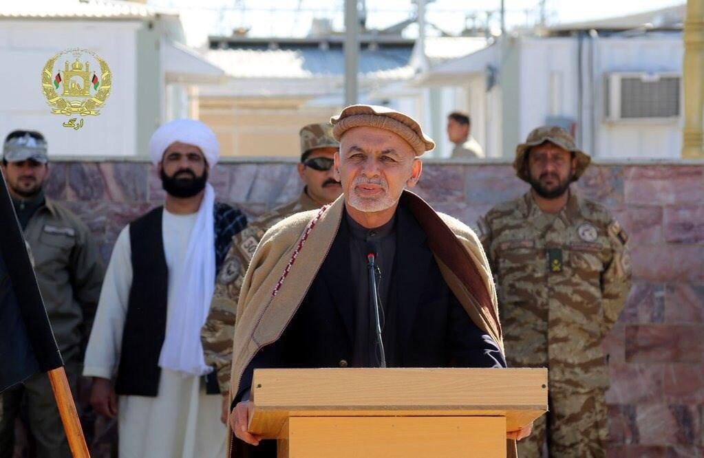 阿富汗總統甘尼(前)31日下令釋放500名塔利班(Taliban)囚犯,期能啟動停滯多時的和平談判。(圖取自twitter.com/ashrafghani)
