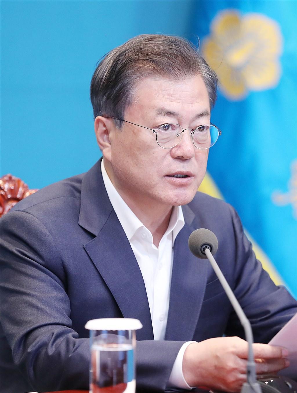 民意調查機構Realmeter 20日發布調查,韓國總統文在寅支持率上升4.4個百分點,來到18個月以來新高的58.3%。(韓聯社提供)