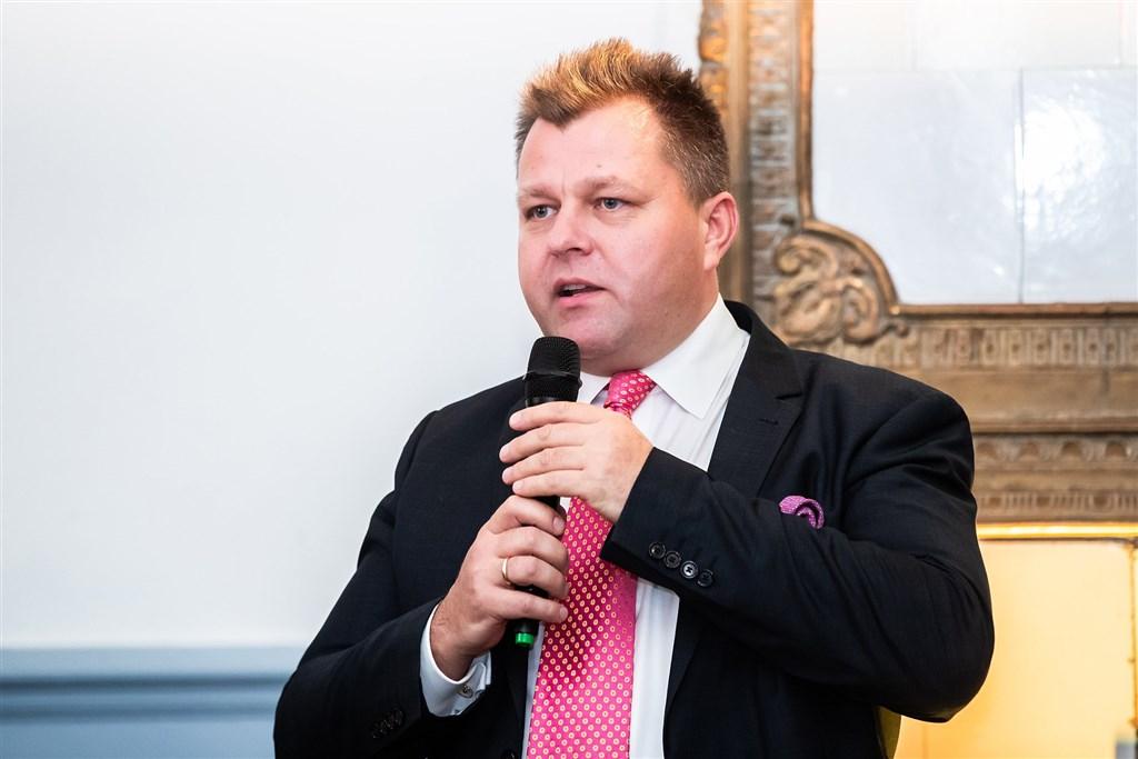 立陶宛國會友台小組副主席艾德梅納斯(圖)公布一封立陶宛政治人物、學者、記者、作家聯名寫給總統瑙塞達的公開信,呼籲立陶宛支持台灣參與世衛等國際組織。(圖取自facebook.com/Adomenas)
