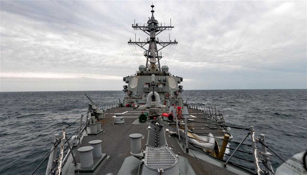 美軍太平洋艦隊驅逐艦貝瑞號23日航經台灣海峽執行一般航行任務。(圖取自twitter.com/USPacificFleet)