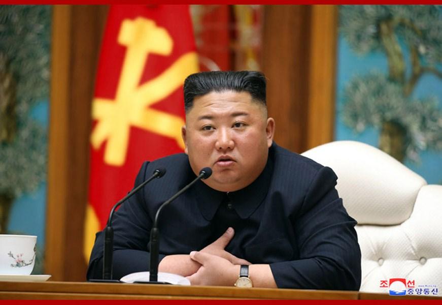 北韓執政黨旗下勞動新聞26日報導領導人金正恩新聞,但仍無刊出新照片,引發猜測。圖為金正恩11日主持勞動黨政治局會議。(圖取自北韓中央通信社網頁kcna.kp)