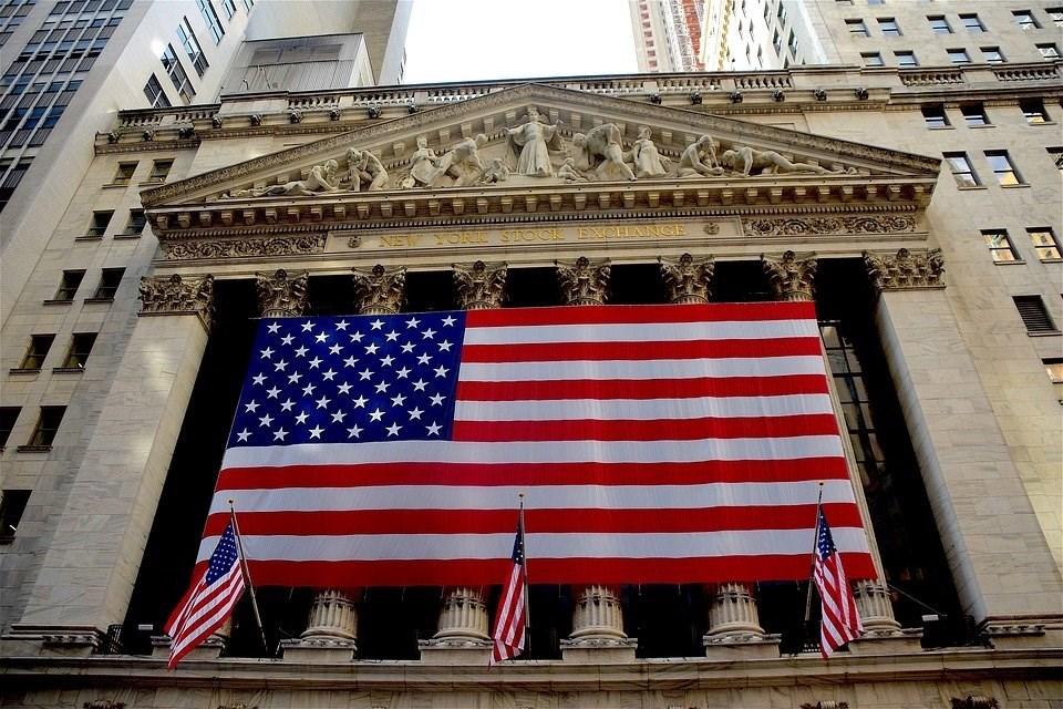 美國輝瑞大藥廠和呼吸防護具製造商3M等企業財報優於預期,加上投資人對全國各地將復工的信心提升,美股28日開盤勁揚。圖為紐約證交所。(圖取自Pixabay圖庫)