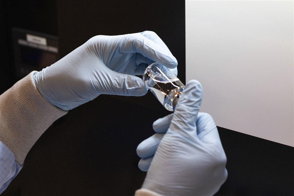 開發瑞德西韋的美國吉立亞醫藥公司4日向日本厚生勞動省申請批准,厚勞省將採用簡化審查手續的「特例批准」制度,最快7日批准瑞德西韋上市。(美聯社)