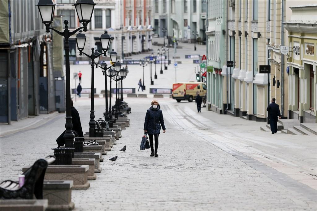 俄羅斯當局1日通報,境內新增7933起武漢肺炎確診病例,創下單日通報新高紀錄。圖為莫斯科街道上人煙稀少。(安納杜魯新聞社提供)