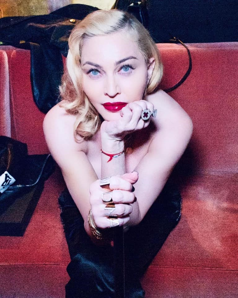 流行歌手瑪丹娜在社群媒體上自曝,她日前接受檢測,結果驗出體內有武漢肺炎抗體,這表示她可能曾被病毒感染。(圖取自facebook.com/madonna)