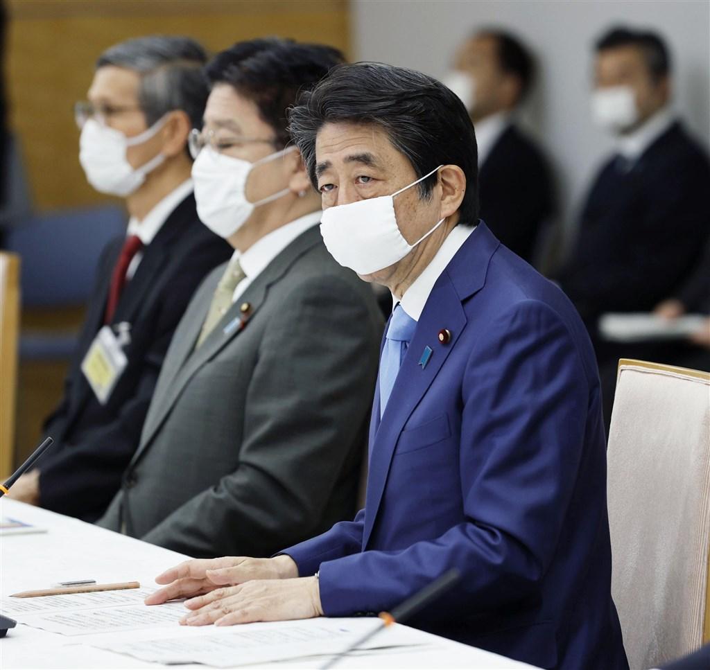 武漢肺炎疫情延燒,日本政府4日決定將目前全境實施的「緊急事態宣言」延長到31日止。(共同社提供)
