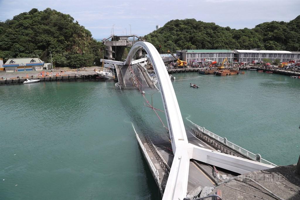 運安會25日公布「南方澳大橋斷裂重大公路事故」最終調查報告,事故主要原因是鋼索鏽蝕承載力不足,加上管理不當,檢測方式不完備,事故前3年多都未檢測。(中央社檔案照片)