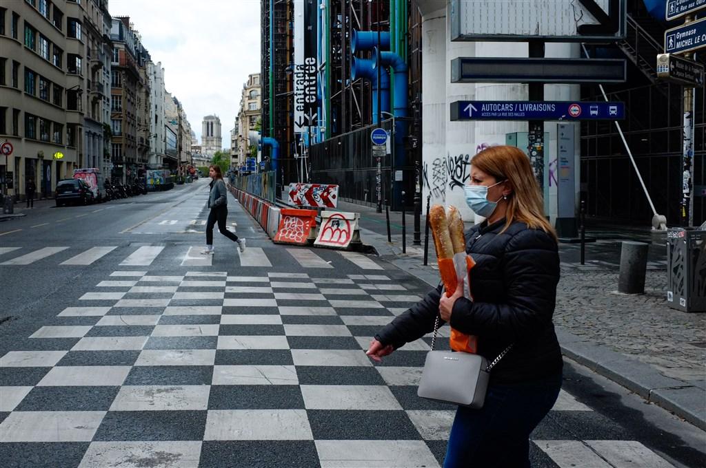 世界衛生組織5日表示,報告顯示法國境內2019年12月就有武漢肺炎確診病例。圖為巴黎民眾戴口罩上街。(安納杜魯新聞社提供)