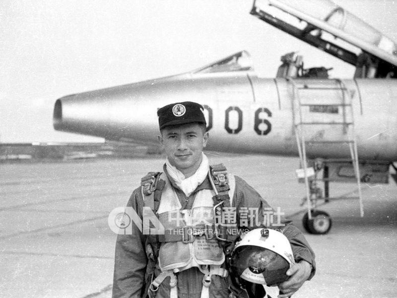曾在台海上空擊落共軍2架米格十七型機,締造「七二一」馬祖空戰大捷的英雄歐陽漪棻,5日中午病逝,享壽90歲。(中央社檔案照片)