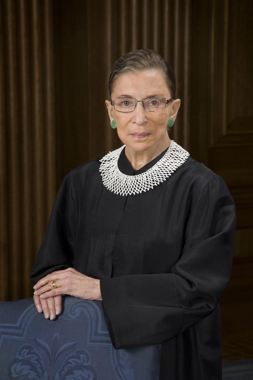 美國最高法院大法官金斯柏格(圖)過世後,紐約州長古莫19日布將在她出生地紐約市布魯克林區豎立雕像。(圖取自維基共享資源;版權屬公有領域)