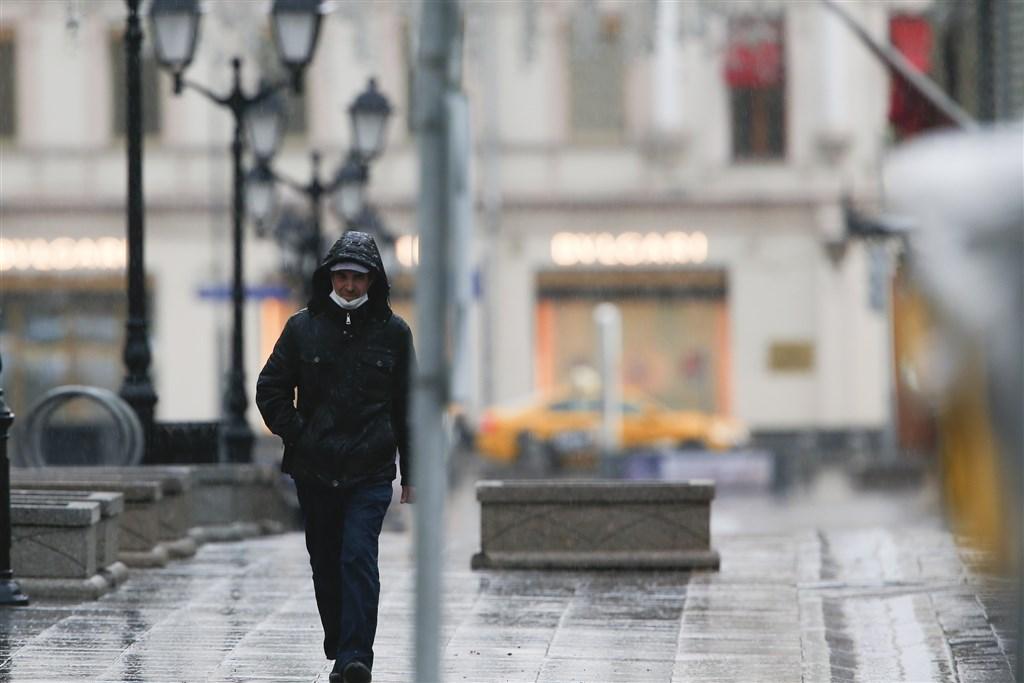 武漢肺炎疫情肆虐全球,俄羅斯9日新增1萬817起武漢肺炎確診病例,連續7天單日新增確診病例破萬。圖為莫斯科街頭人煙稀少。(安納杜魯新聞社提供)