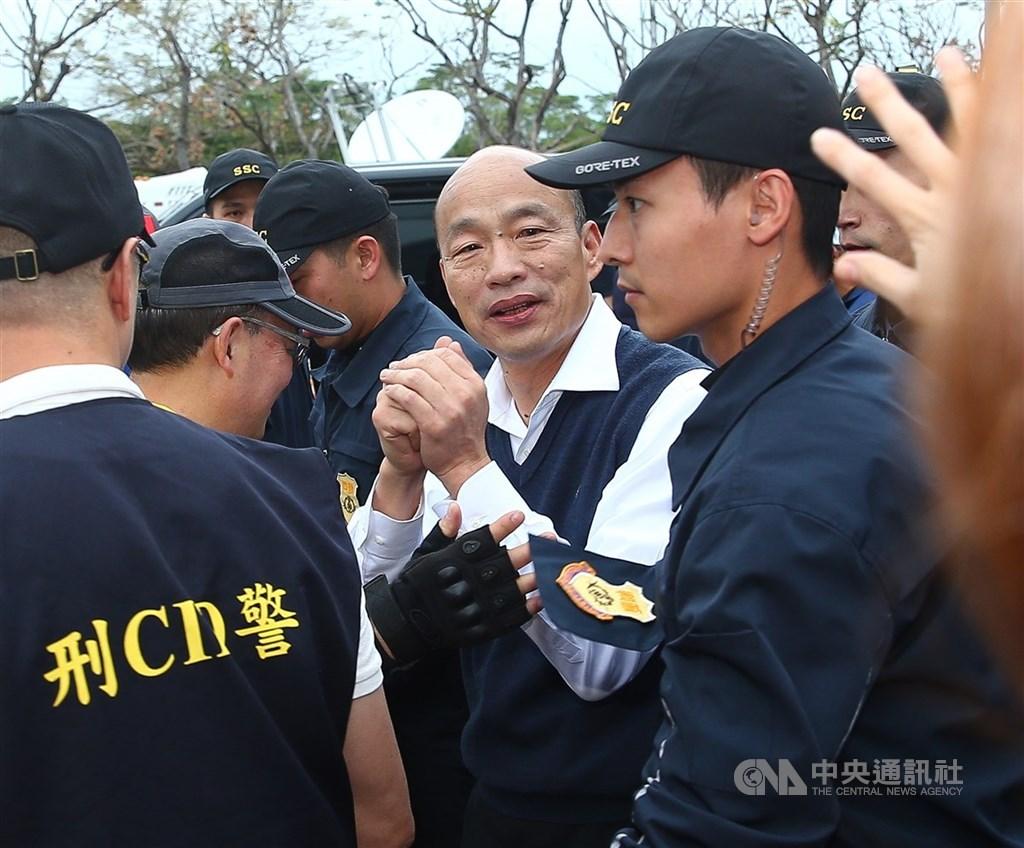 媒體報導,檢調首度查獲中國大陸台辦資助國民黨及國民黨總統候選人韓國瑜(中)選舉,起訴7人。圖為韓國瑜1月出席同黨立委候選人造勢大會。(中央社檔案照片)