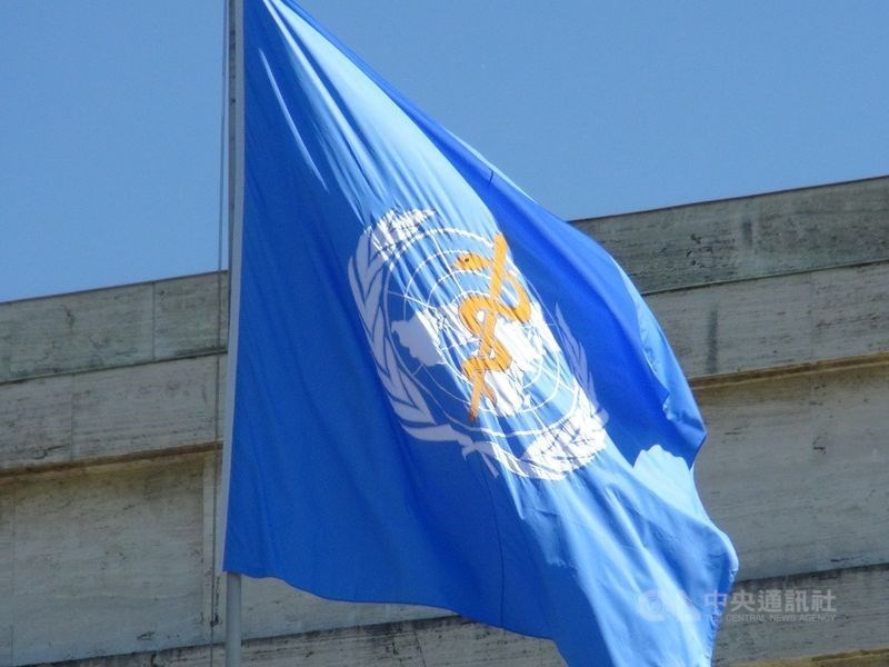世界衛生大會(WHA)18日登場,由於武漢肺炎疫情的關係,將首次以視訊方式舉行。圖為世衛旗幟。(中央社檔案照片)