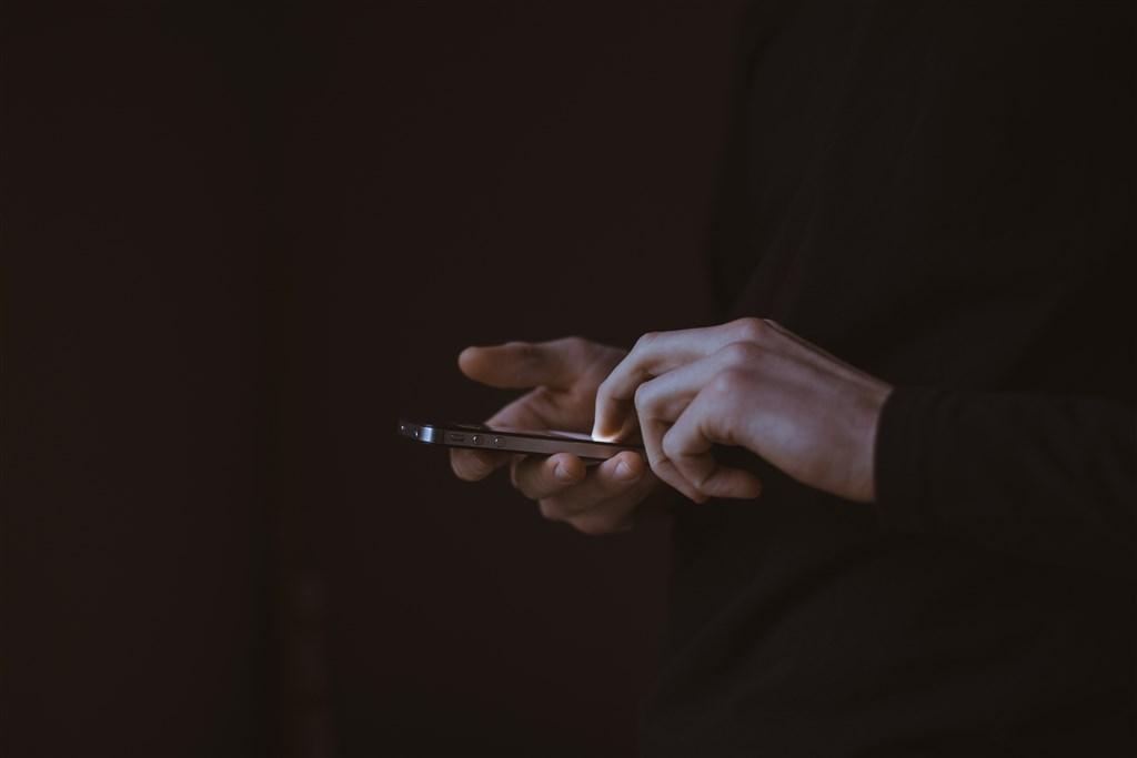 韓國N號房利用telegram散播性剝削影片,引起社會輿論憤怒,警方表示創始者godgod已在11日落網。(示意圖/圖取自Unsplash圖庫)
