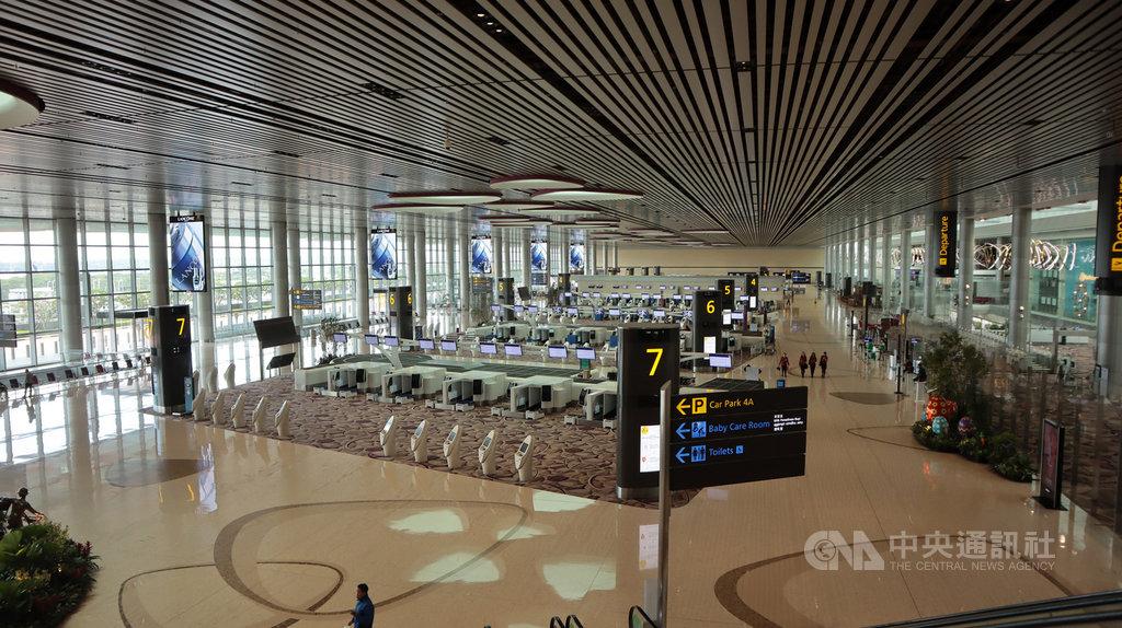 2019冠狀病毒疾病疫情延燒,各國航空旅遊業受邊境管制影響遭重創,新加坡樟宜機場第四航廈決定從16日起暫停營運,圖為空蕩蕩的第四航廈。中央社記者黃自強新加坡攝  109年5月12日