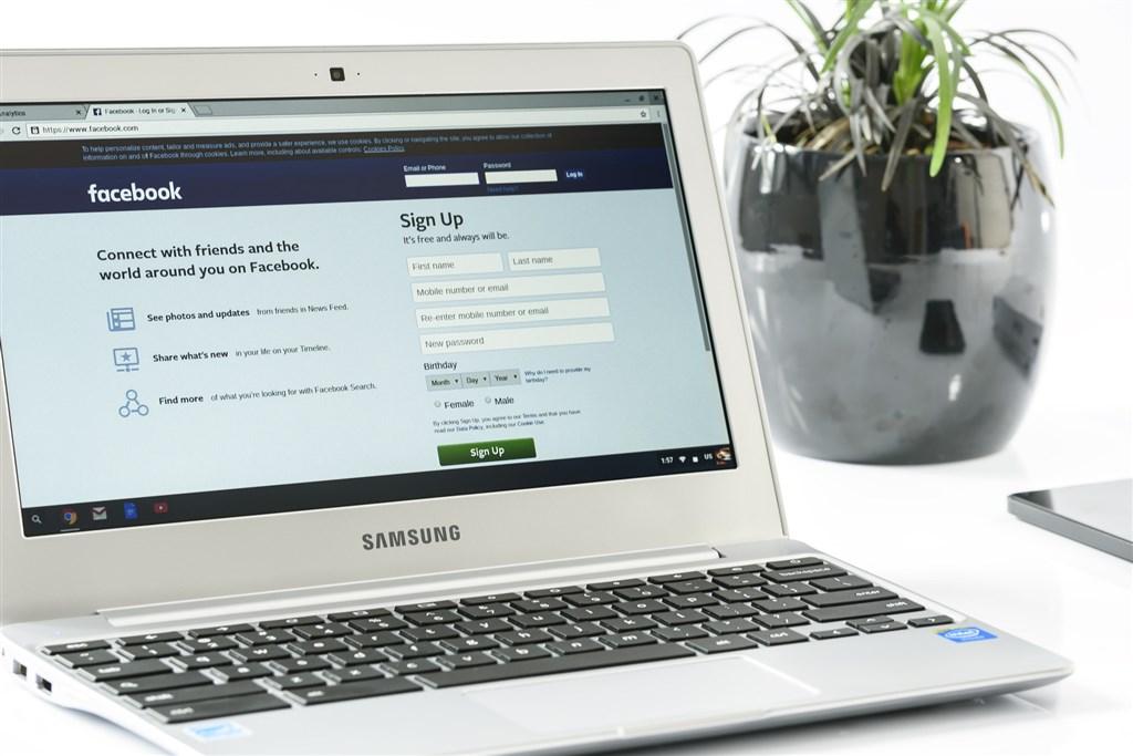 臉書13日中午傳出部分用戶無法瀏覽粉絲專頁及發布貼文,臉書官方正在確認是否故障。(圖取自Pixabay圖庫)
