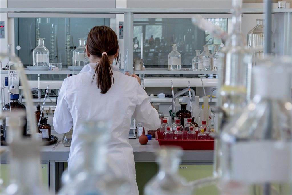 長庚大學新興病毒感染研究中心近期將與澳洲蒙納許大學生醫研究所合作,對寄生蟲藥物伊維菌素抑制武漢肺炎病毒的有效性進行研究。(示意圖/圖取自Pixabay圖庫)