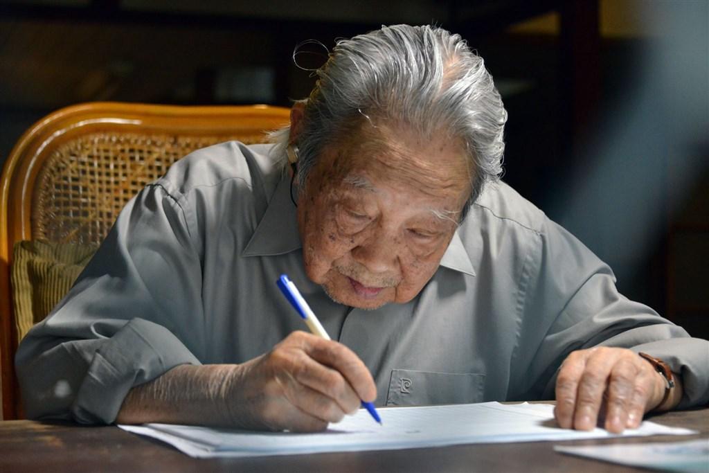 客家文學家鍾肇政16日晚間過世,享耆壽96歲。(圖取自鍾肇政臉書facebook.com)