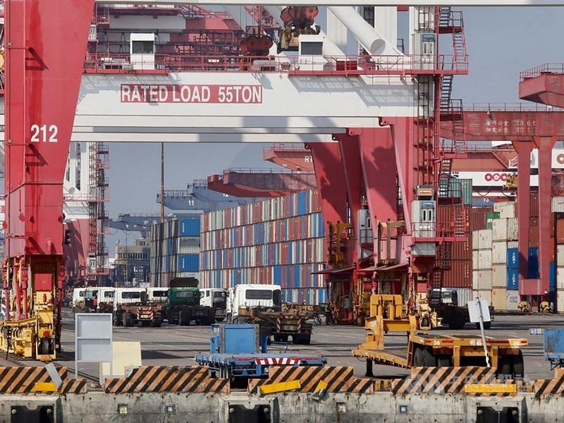 中華經濟研究院大陸經濟所所長劉孟俊強調,投資貿易是建立在對等互利的基礎上,如果兩岸經貿必須靠陸方的「讓利」來維繫,這種合作不會長久。(示意圖/中央社檔案照片)
