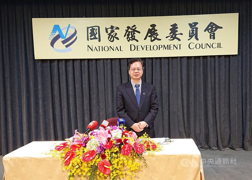 國發會主委龔明鑫20日剛上任就帶來好消息,Google、微軟有意加碼投資台灣。中央社記者潘姿羽攝 109年5月20日