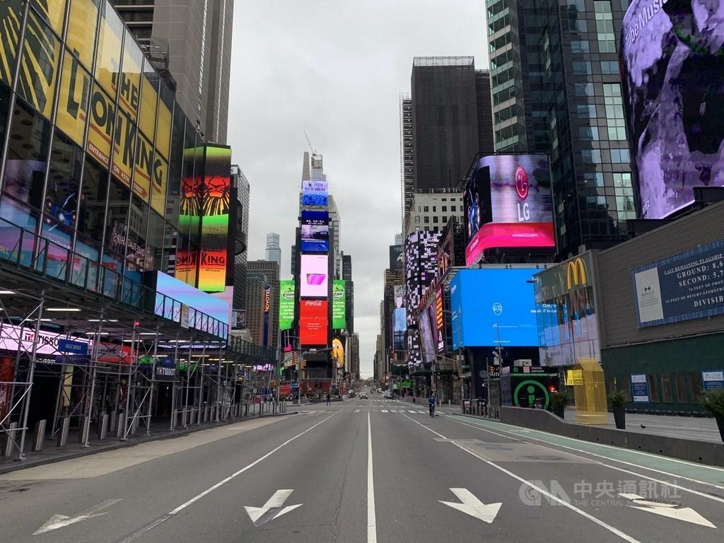 聯合國開發計畫署20日表示,2019冠狀病毒疾病預料將造成全球人類發展指數首度下滑。圖為受疫情影響,車流冷清的時報廣場。中央社記者尹俊傑紐約攝 109年5月12日