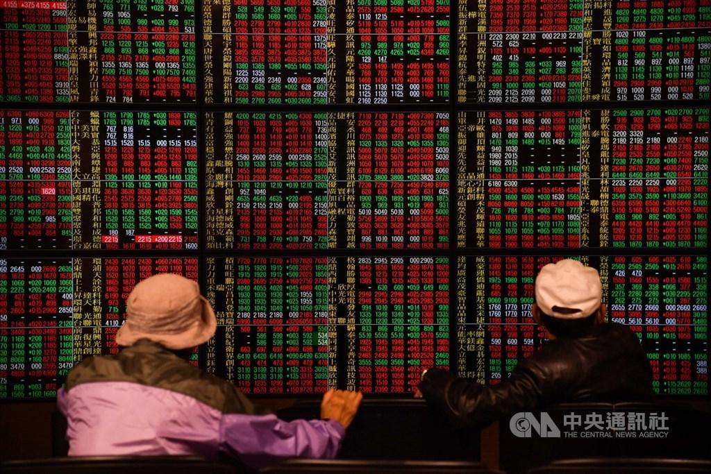 台股開加權指數21日終場收在11008.31點,漲100.51點,收復10988點年線關卡。(中央社檔案照片)