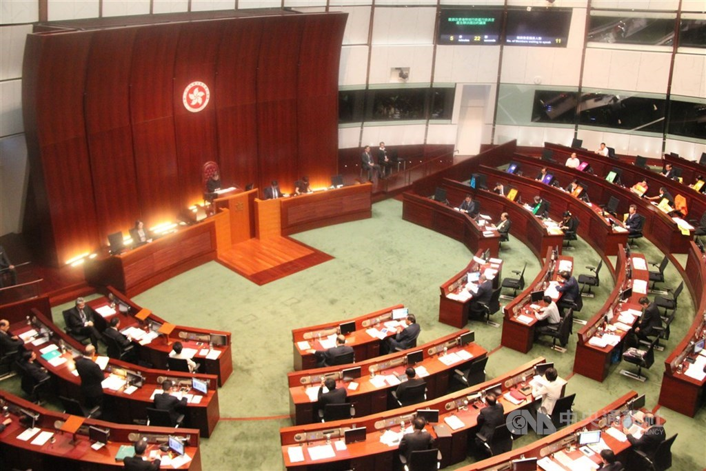 中共將透過港版國安法授權國安機關在港設置機構。學者張五岳分析指出,9月香港立法會(圖)選舉前後勢必再起風波。(中央社檔案照片)