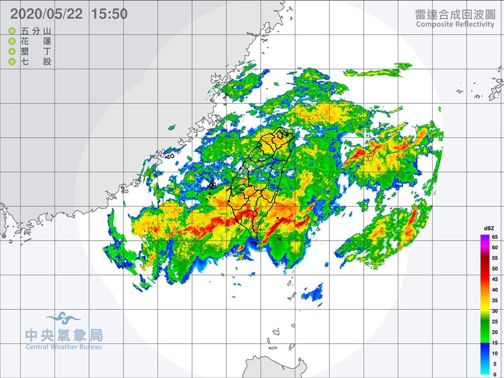 中央氣象局觀測,目前全台已有21個測站從22日凌晨0時起累積雨量突破300毫米,其中屏東大漢山2測站都突破400毫米。(圖取自氣象局網頁cwb.gov.tw)