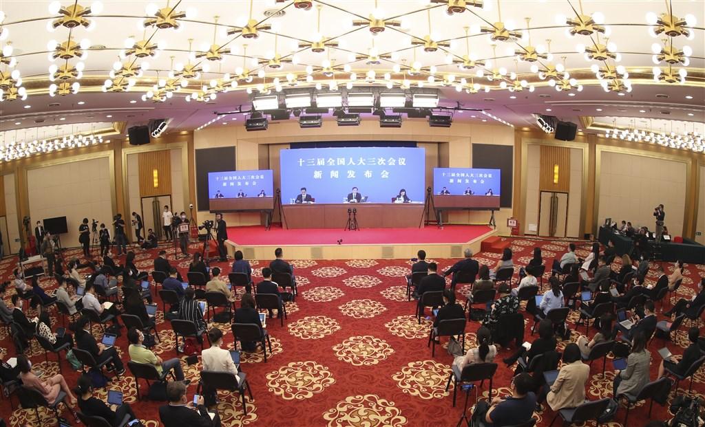 中國13屆全國人大三次會議21日晚間舉行新聞發布會,會中宣布,議程將包括審議備受關注的「香港版國安法」。(中新社提供)