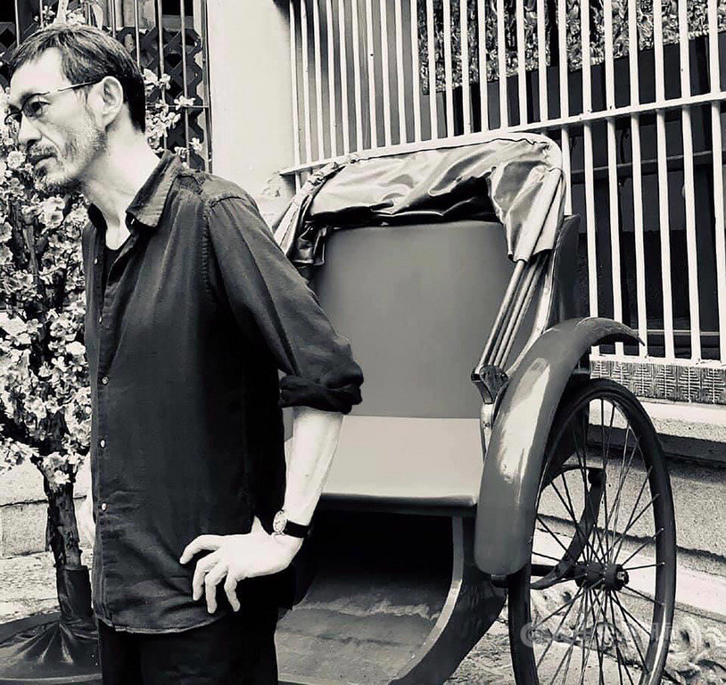 香港作家馬家輝今年出版長篇小說「鴛鴦六七四」,為「香港三部曲」第2部,聚焦在香港在二戰後的動盪年代,書寫屬於香港的主體記憶。(新經典文化提供)中央社記者陳秉弘傳真 109月5月22日