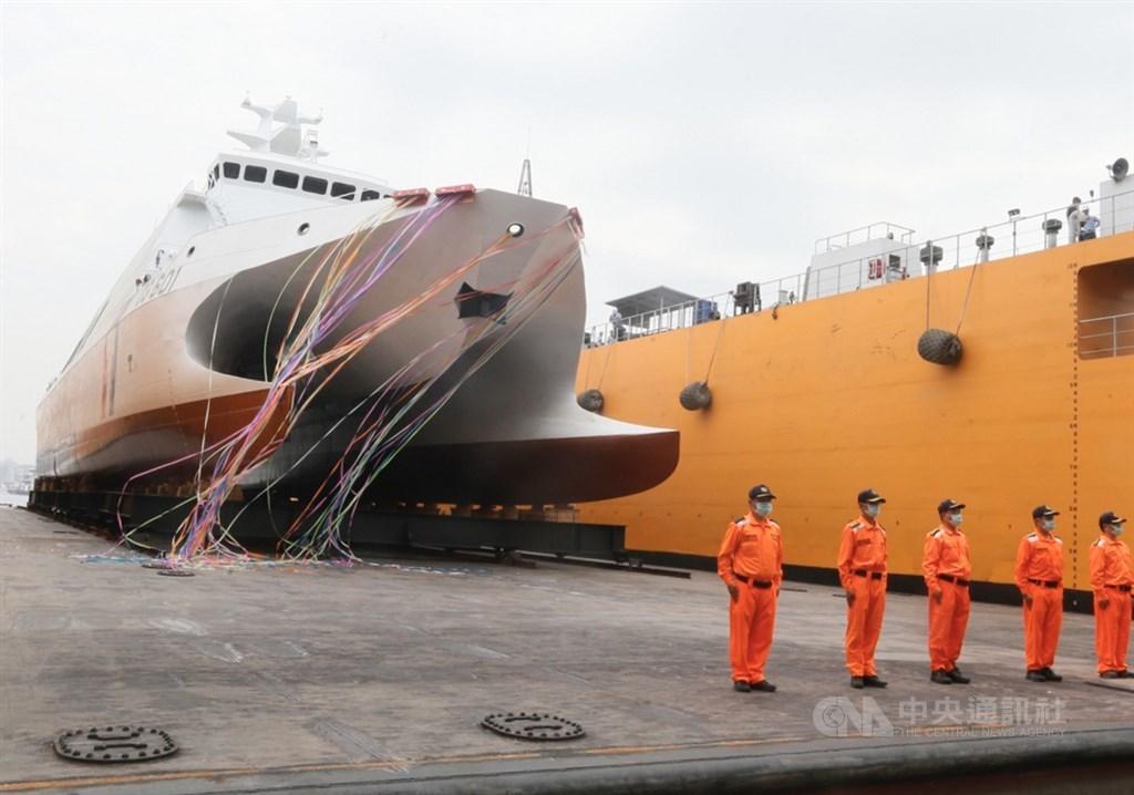 國艦國造進度超前,首艘600噸級巡防艦「安平艦」下水儀式4月27日在高雄旗津中信高鼎廠舉行。中央社記者董俊志攝 109年4月27日