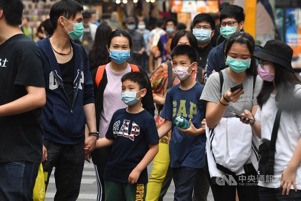 口罩即將開放出口,經濟部次長王美花表示,6月1日起政府定量徵用800萬片口罩,其餘產能開放廠商自由販售。(中央社檔案照片)