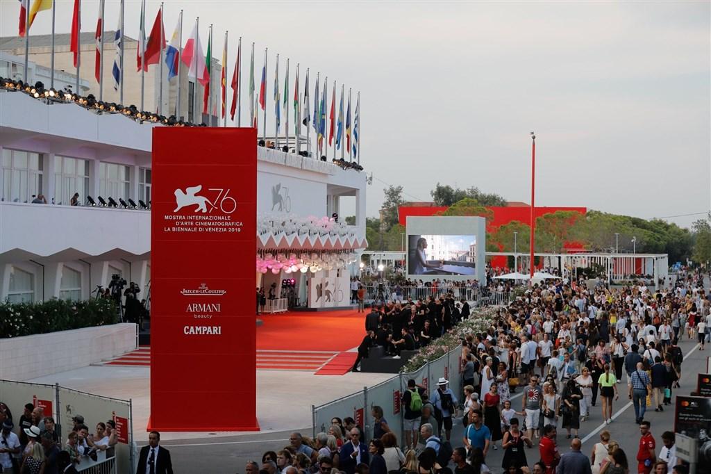 隨著義大利疫情逐漸緩和,威尼斯影展將如期於9月初舉行。圖為2019年影展現場。(圖取自facebook.com/Labiennaledivenezia)