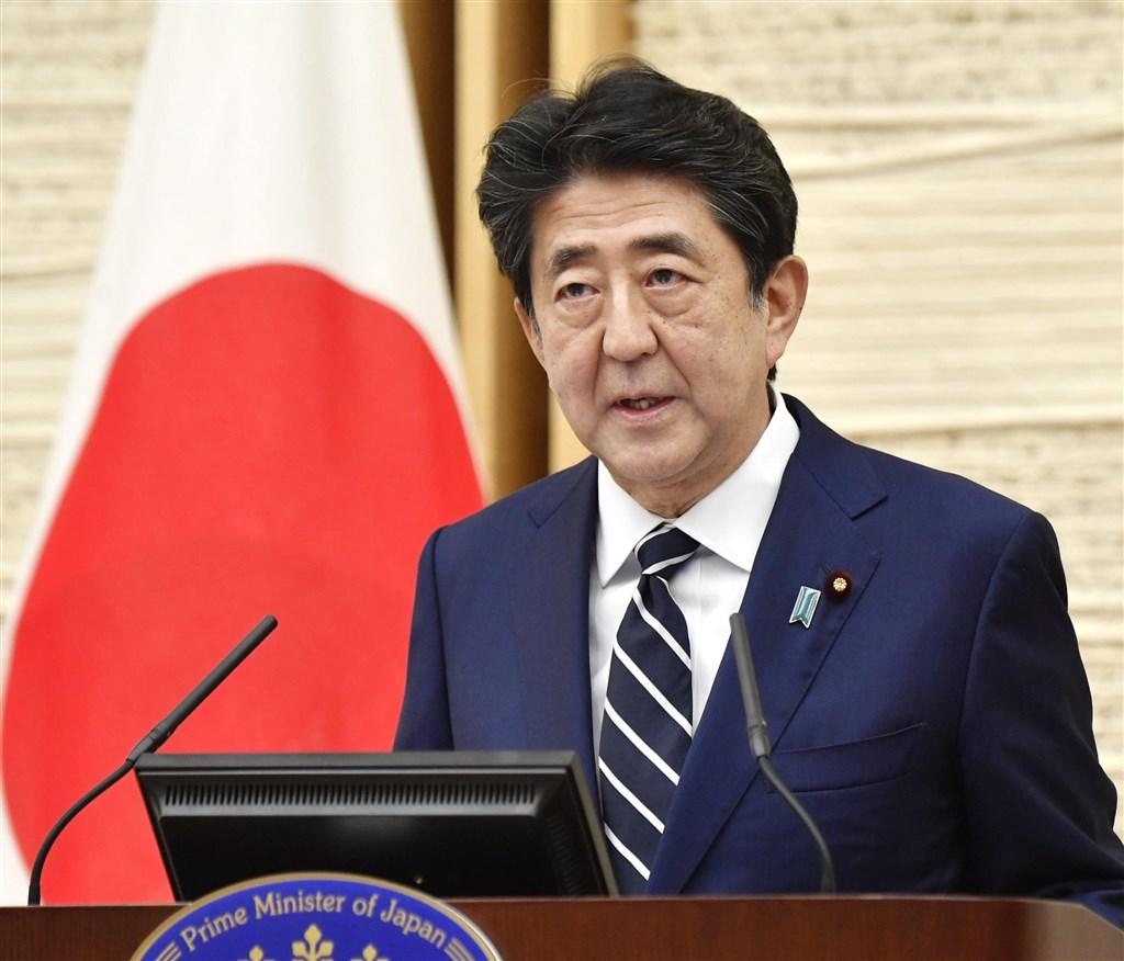 日本首相安倍晉三25日宣布解除東京等5地的「緊急事態宣言」。被問到美國和中國為了防疫導致關係對立加劇時,安倍說:「新型冠狀病毒是從中國擴散到世界各地,這是事實。」(共同社提供)