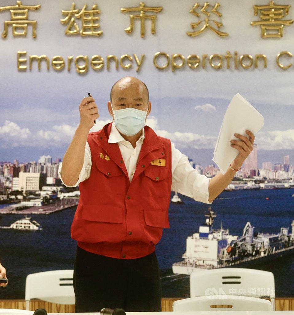 高雄市長韓國瑜25日出席「嚴重特殊傳染性肺炎」第21次應變指揮中心會議表示,高雄市維持零本土感染病例。中央社記者董俊志攝 109年5月25日