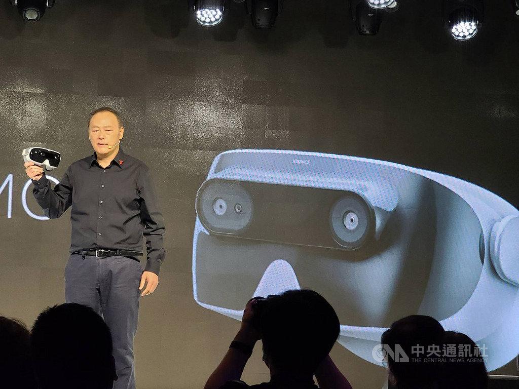 宏達電前執行長周永明3年前創立XRSPACE,26日攜手中華電信等夥伴宣布推出全球首款支援5G的VR一體機裝置。中央社記者江明晏攝 109年5月26日