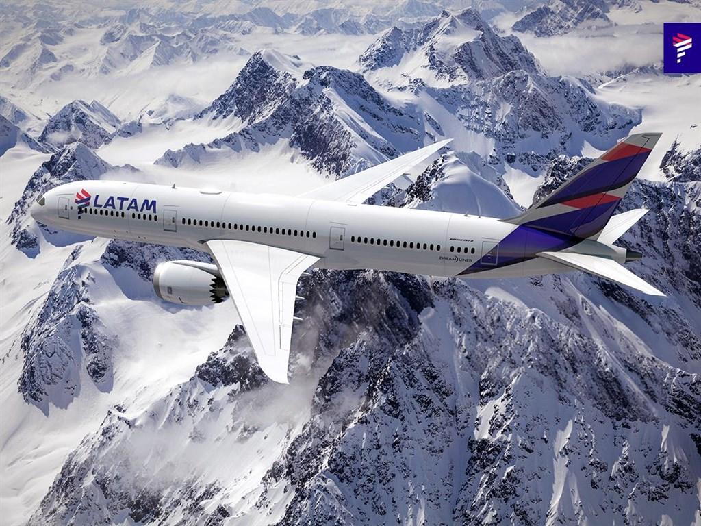 受疫情影響,拉丁美洲最大航空公司南美航空透過聲明宣布,公司26日已在美國聲請破產。(圖取自facebook.com/LATAMAirlines)