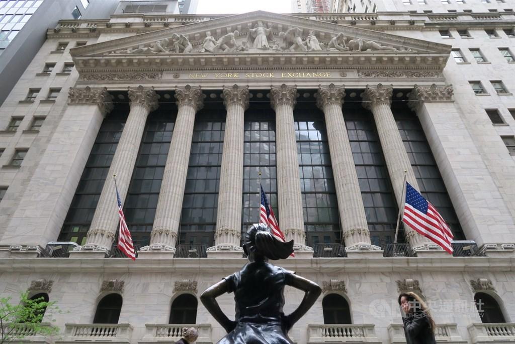 紐約證券交易所交易大廳因武漢肺炎疫情關閉兩個月後,26日恢復開放。圖為紐約證交所外觀。中央社記者尹俊傑紐約攝 109年5月26日