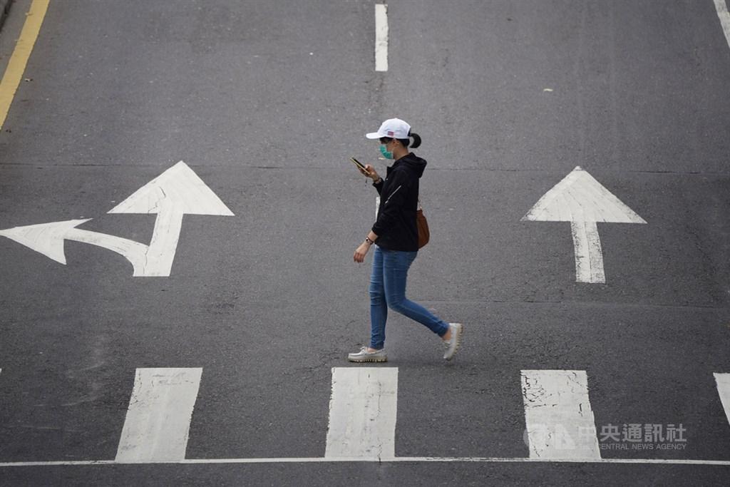 武漢肺炎疫情衝擊,4月失業率升破4%,行政院27日表示,預計投入新台幣60億餘元,協助14萬名應屆畢業生就業。(中央社檔案照片)