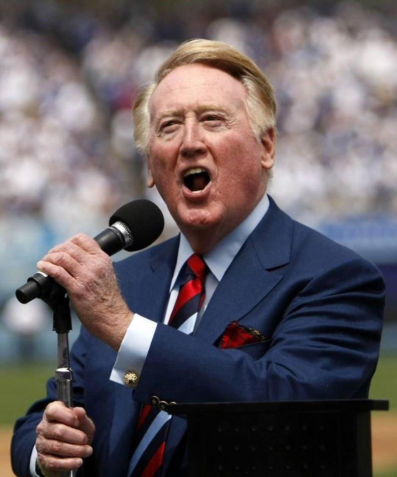 高齡92歲的退休棒球播報員史卡利(Vin Scully)獻聲棒球場67年,被譽為「道奇之聲」。如今他的地位跨越了各大運動,在「洛杉磯運動界最具代表性人物」的票選勝出。(圖取自史卡利臉書facebook.com/VincentEdwardScully)