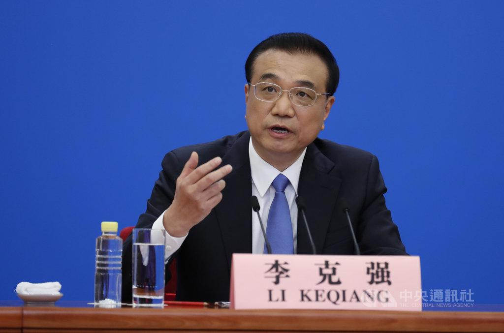 中國2020年全國兩會結束。中國國務院總理李克強28日在北京出席記者會並回答中外記者提問。今年提問重點仍聚焦中國的經濟情況,特別是如何因應武漢肺炎疫情衝擊,此外,李克強也就涉港台問題簡要回應。(中新社提供)中央社  109年5月28日