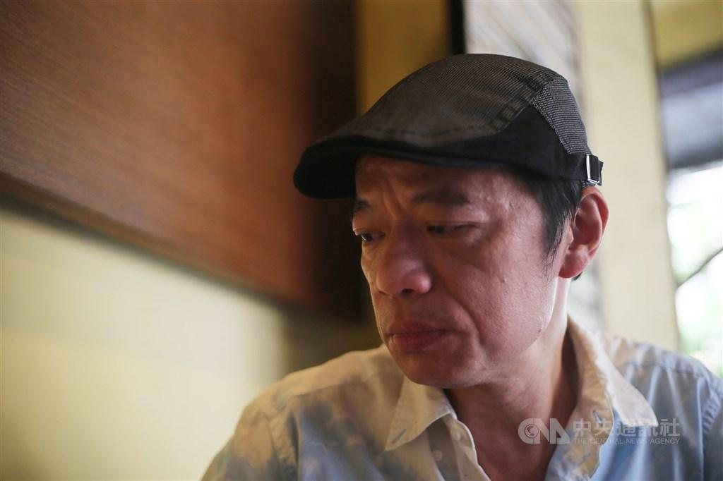 影帝吳朋奉(圖)於25日驟逝,經紀人28日發布聲明表示將不會舉辦追思會,但會在臉書開設粉絲專頁供粉絲悼念。圖為吳朋奉2018年接受中央社專訪。(中央社檔案照片)