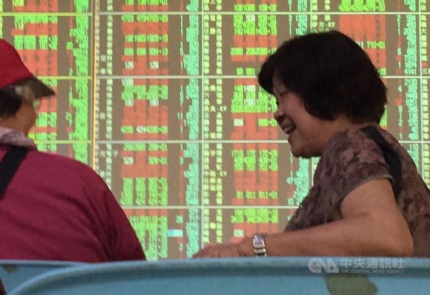 台股28日再創3月19日落底後反彈新高,盤中最高來到11087.53點,除了電子股表現亮眼,資金再度回流生技股。(中央社檔案照片)