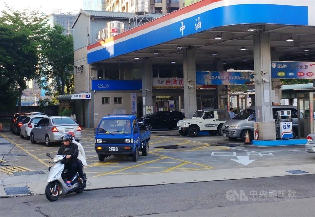 國際油價大跌,中油1至4月大虧新台幣350億元。(中央社檔案照片)