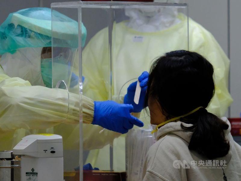 國內武漢肺炎疫情降溫,但普篩聲浪未減。指揮中心專家諮詢小組委員李秉穎表示,根本沒有普篩必要。(中央社檔案照片)