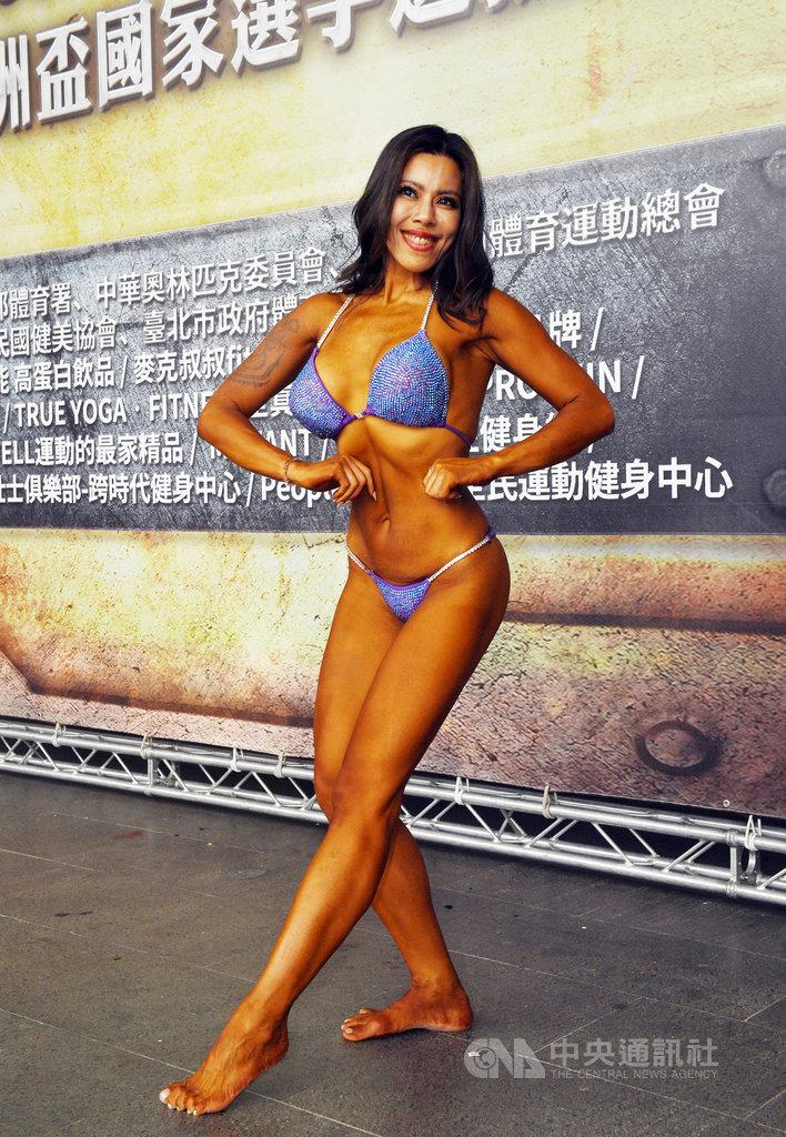 緬甸、廣東混血辣妹黃苡萱從討厭運動,到為減肥接觸健身,瘦身超過20公斤,30日第一次參加健美比賽,她說,因為現在已經沒有目標,盼能激起想再回去健身的動力,也盼能擔任國手、為台爭光。中央社記者施宗暉攝 109年5月30日