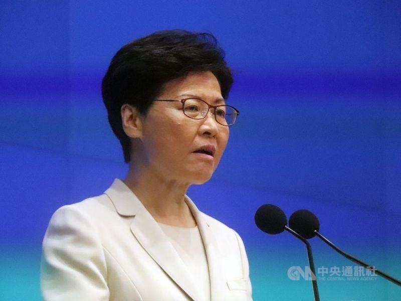 香港行政長官林鄭月娥(圖)30日在臉書引述已故中共領導人鄧小平的話說,當香港變成一個有行動的、在「民主」幌子下反對大陸的基地,中央就非干預香港不可。(中央社檔案照片)