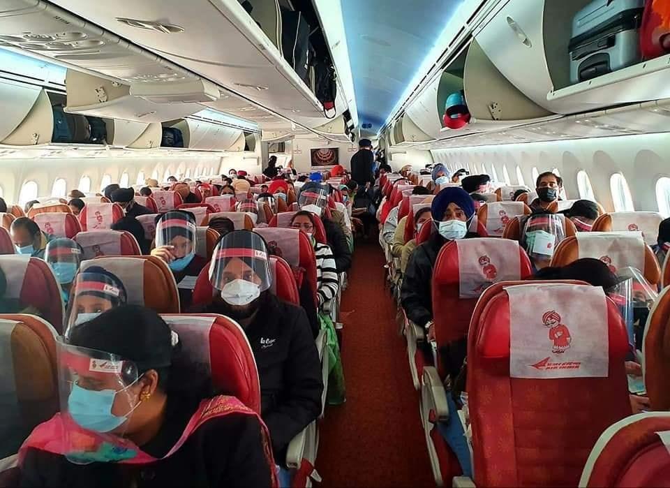 印度航空公司一架撤僑專機30日從新德里飛莫斯科途中,因機師被發現確診感染武漢肺炎,專機被要求折返。(圖取自facebook.com/AirIndia)
